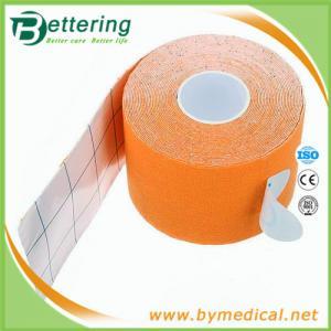 Kinesiologyテープ体操のスポーツは心配治療上のテープ オレンジ色を押し進ませます