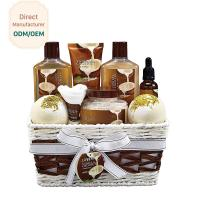 China Skin Care Relaxing Bath Gift Sets Milky Coconut Scent Anti - Wrinkle Design on sale