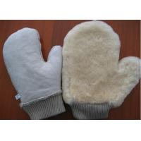 China Thumb Design Sheepskin Car Wash Mitt With Non Scratching Fabric Upside on sale