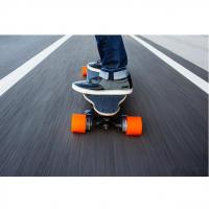 道によって後押しされる電気スケートボードを離れた工場卸売