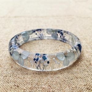 China Elegant Mixed Dry Flower Resin Bangle Bracelet Beautiful Epoxy Resin Jewelry on sale