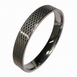 China Le serpent a gravé le bracelet en refief d'acier inoxydable, fait de matériel de haute qualité de l'acier inoxydable 316 wholesale