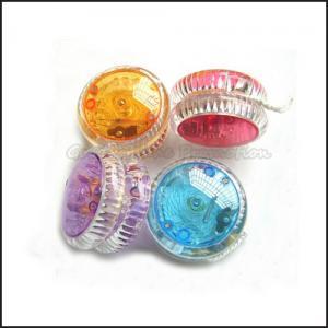 Buy cheap la promotion chaude d'ABS de vente a imprimé le cadeau instantané de jouet de boule de yo-yo mené par logo product