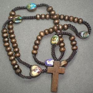 Buy cheap Chapelet en bois de fil de Kntted avec les images en bois de croix et de saints product