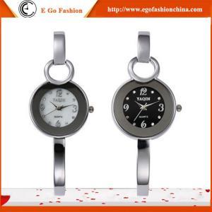 新しい女の子の女性女性の女性の服のステンレス製の腕時計のためのYQ08方法腕輪のブレスレットの腕時計