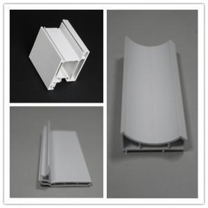 La protuberancia europea del PVC del estilo UPVC perfila el capítulo de puerta de 60m m en blanco