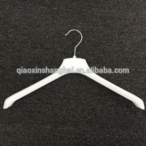 China vics hanger 538, coat hanger top hanger hook hanger plastic clothes hanger on sale