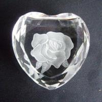 China Pure Material Heart-shaped Crystal Paperweight, Engraved for Crystal Promotional Business Gifts on sale