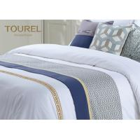 China Custom 3cm Stripe Hotel Bed Runners For Hotel Dubai Bed Sheet Set on sale