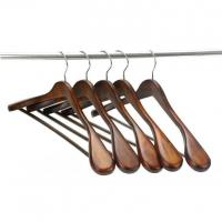 China Extra-Wide Shoulder Suit Hangers, Wood Clothing Hangers for Closet Collection on sale