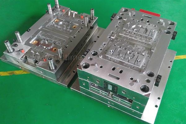 China Insert Mould Battery Cover
